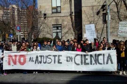 no al ajuste en ciencia: investigadores de la plata haran una caravana de protesta