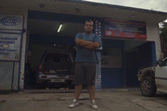 conoce a ivan, el gomero que le hace frente a la voragine turistica en la costa atlantica