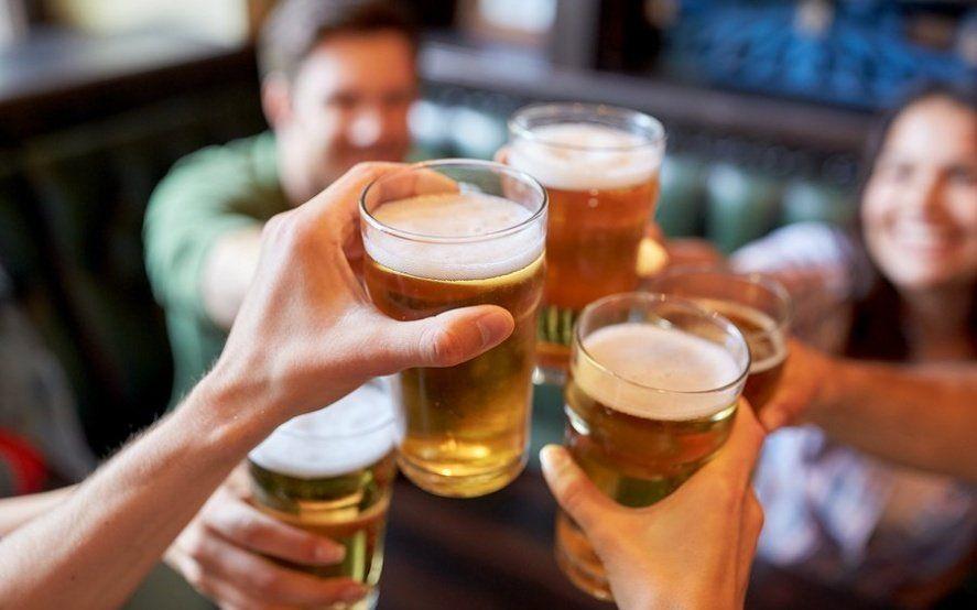 """Fin de semana cervecero: corredor gastronómico, música en vivo y 45 productores en el """"San Patricio"""""""