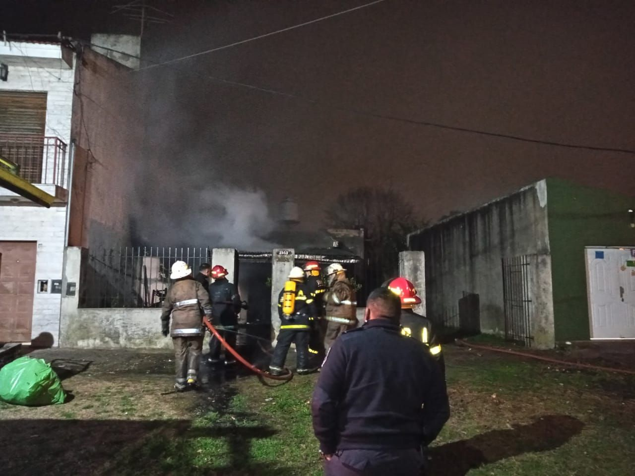 Los peritos bomberos trabajan para confirmar qué provocó el fuego