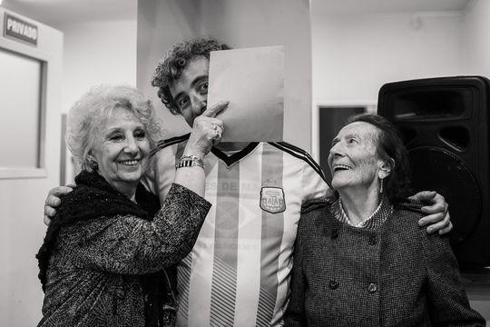 Ignacio Montoya Carlotto junto a su abuela, Estela de Carlotto, titular de Abuelas de Plaza de Mayo
