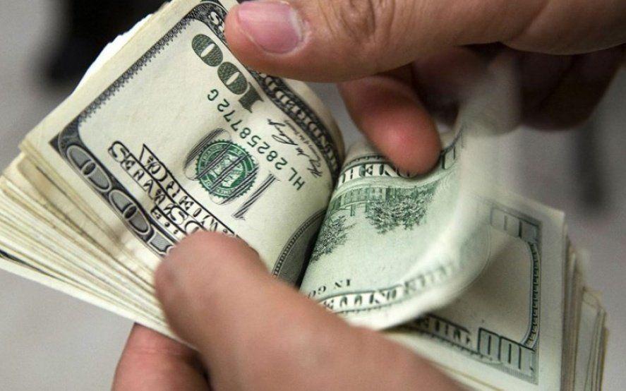 Incontrolable: El dólar trepó 80 centavos y ya opera por encima de los 42 pesos