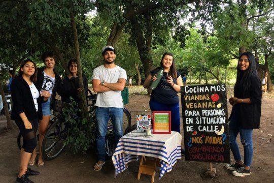 Germinando Consciencia brinda asistencia a personas en situación de calle, recolectores, recicladores y otros vecinos (Foto archivo Facebook)