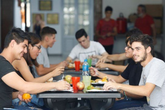 con menu para celiacos y tickets a 30 pesos, reabre sus puertas el comedor universitario de la plata