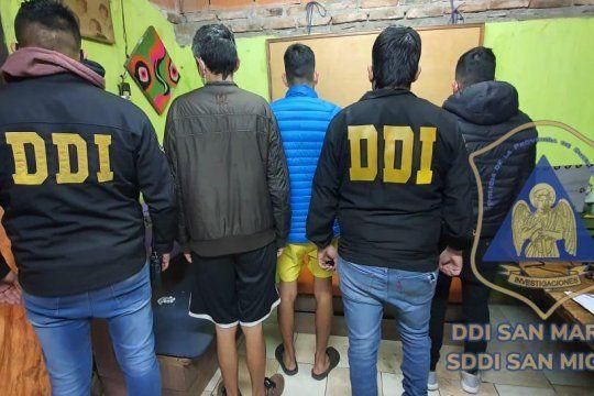 En el procedimiento policial hubo seis detenidos: tres por resistencia a la autoridad