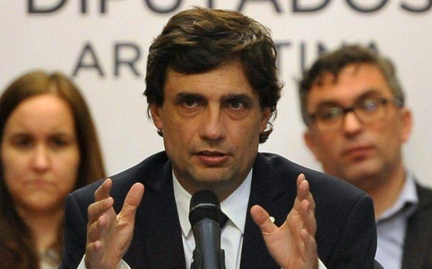 Lacunza le respondió a Kicillof pero admitió el peso de la devaluación del macrismo