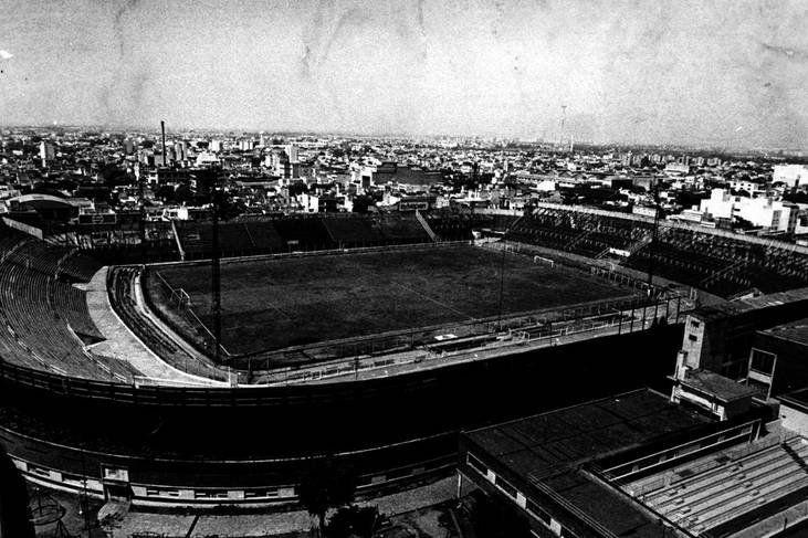 El viejo gasómetro en Boedo, una suerte de Wembley argentino. La dictadura sacó a San Lorenzo de su espacio y ahora esta más cerca que nunca de volver.