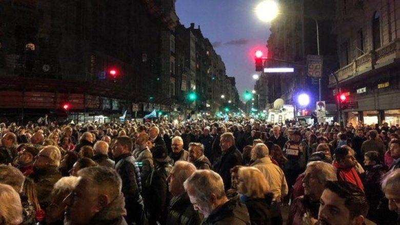 #21A: En distintos puntos del país marchan para pedir el desafuero de Cristina Kirchner
