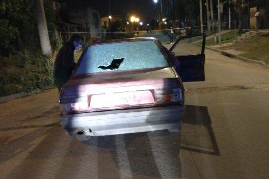 Dos ladrones que se movilizaban en este Renault 9 quisieron asaltar al custodio