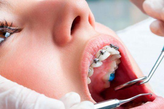 prohiben la venta y el uso de dos productos medicos para tratamientos de ortodoncia