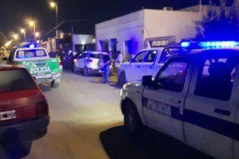 Desbaratamiento de una fiesta clandestina en Azul. La ciudad implementó el toque de queda hace 40 días.