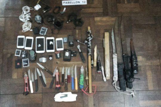otra vez la unidad 9 de la plata: secuestraron armas, celulares y drogas