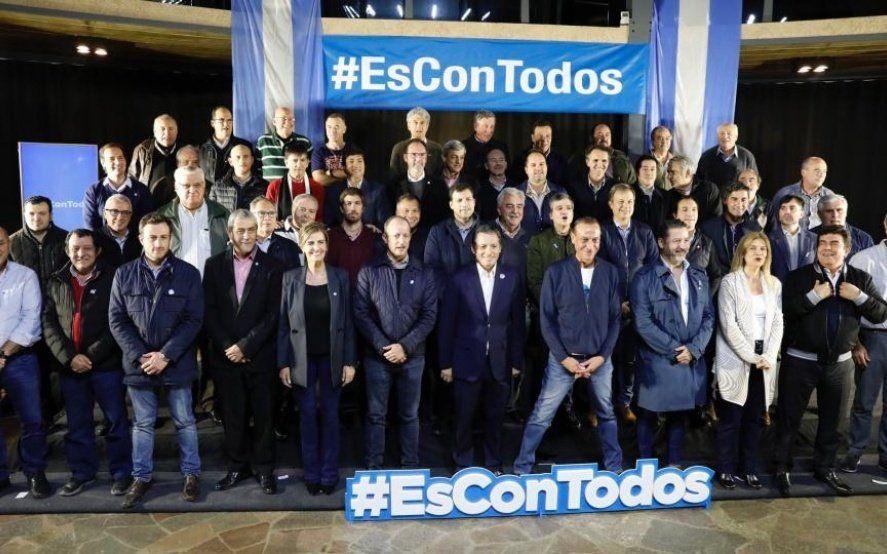 Los intendentes peronistas salieron a bancar la fórmula Kicillof-Magario