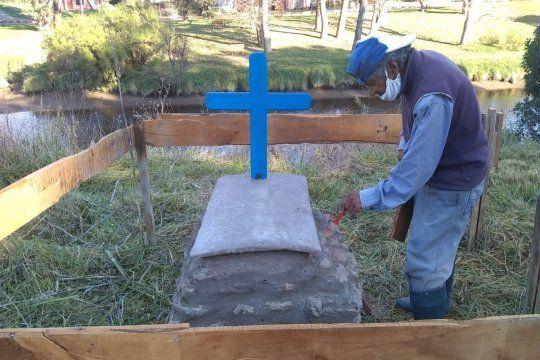 El padre de Luis Barreto construye un nicho para su hijo desaparecido (Foto: Caro Murdel, La Voz del Pueblo)