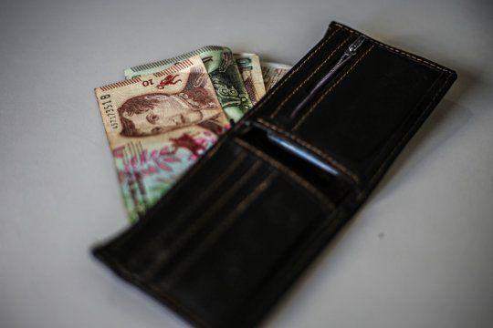 una familia necesito mas de $40.700 pesos para no caer bajo la linea de la pobreza en febrero