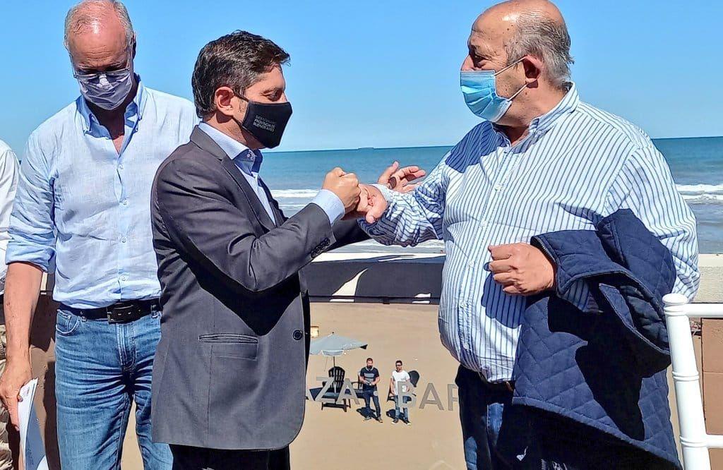 Axel Kicillof y Jorge Paredi en una de las visitas del gobernador en febrero de este año