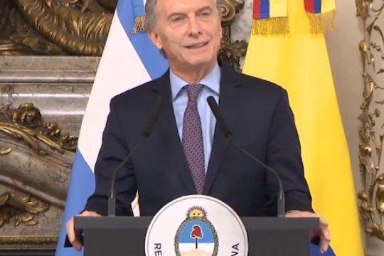 ?mi hija esta enamorada de yatra?: el insolito comentario de macri al presidente de colombia