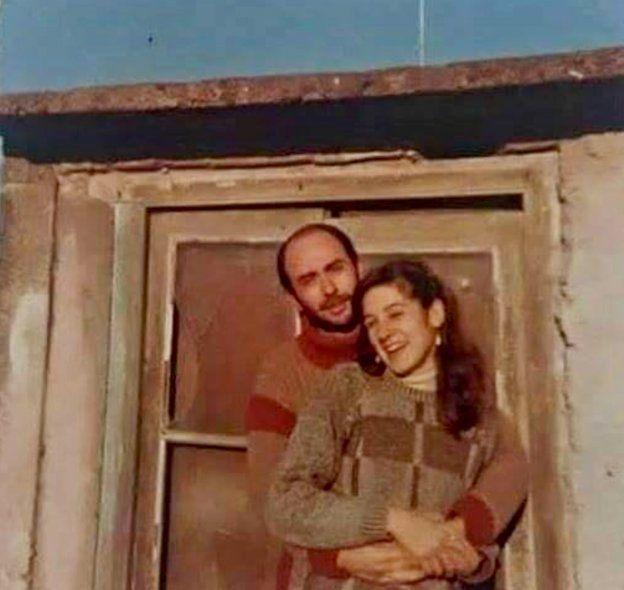 Indio Solari con su pareja, en la juventud.