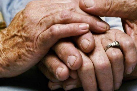 la plata: dos sujetos atan a dos jubilados de 90 anos en una ?entradera?
