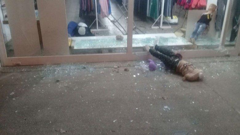 A piedrazos: dos robos en menos de 24 horas en un negocio de ropa en Pergamino