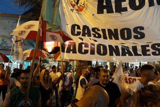 trabajadores de casinos bonaerenses realizan retencion y reclaman por falta de pago al gobierno