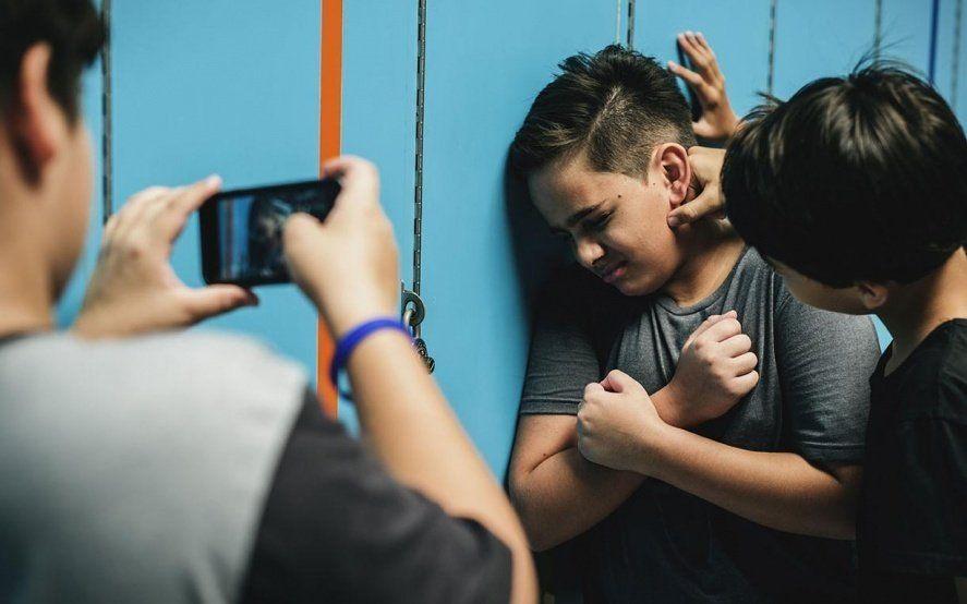 """""""No me gustaría que le pase al hijo de nadie más"""": el hilo viral de un padre sobre el bullying"""