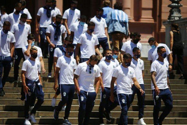 El plantel de Gimnasia tras despedir a Diego Maradona
