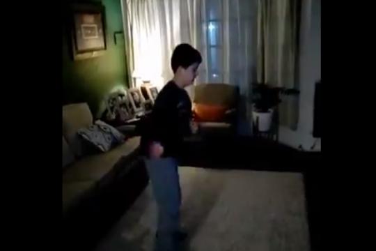 ?me ayuda a tener mucha energia?: el baile viral de tomas para concientizar sobre el autismo