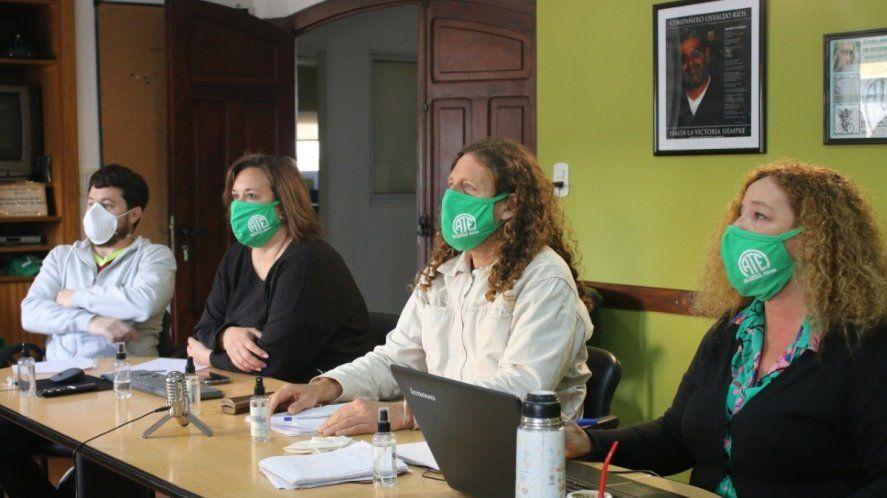 La Provincia convocó a discutir paritarias a docentes y estatales
