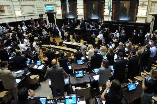 tras un masivo ?ruidazo?, el aumento de las tarifas marca la agenda en la legislatura bonaerense