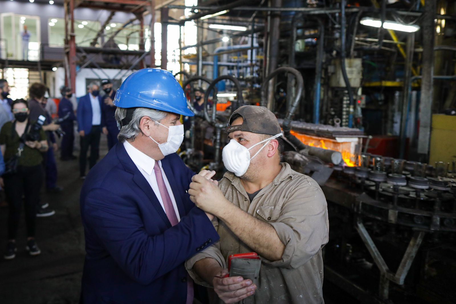 Alberto Fernández recorrió dos fábricas de Avellaneda