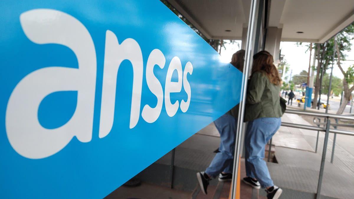 Hoy continúa el calendario de pagos de jubilaciones y pensiones de Anses.