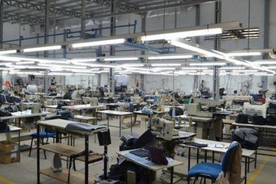 otra textil en crisis: trabajadores de j&s denuncian que la empresa pagara indemnizaciones del 30%