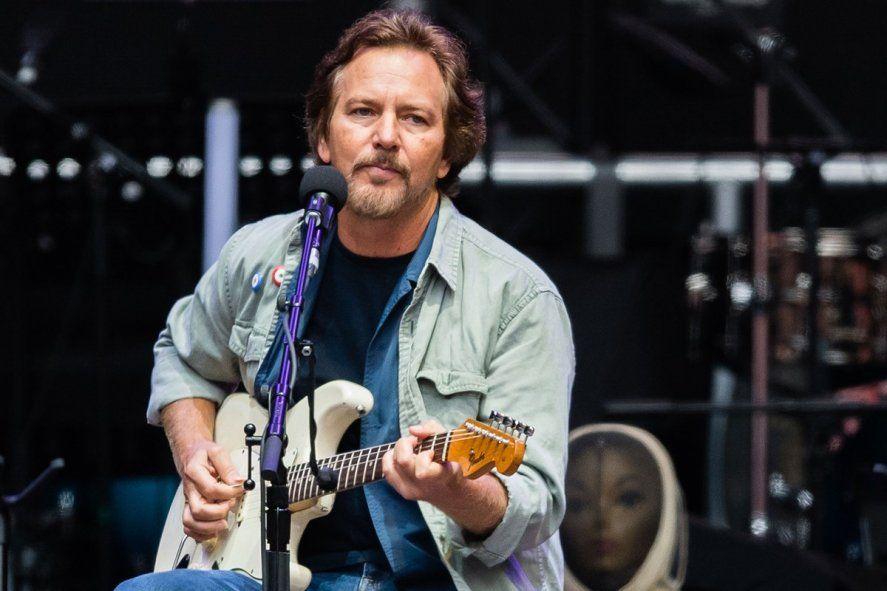 Eddie Vedder de Pearl Jam estrenó dos temas