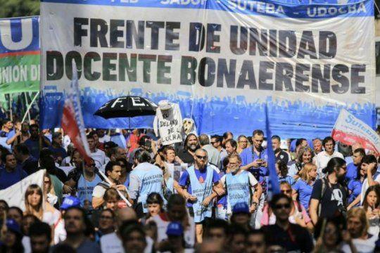 Los docentes bonaerenses exigen aumento salarial a Kicillof