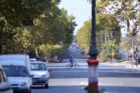 maradona o sabella: avenida 1 dividida entre dos proyectos