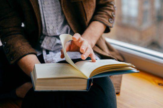 lectura en cuarentena: mira los cuatro libros mas vendidos de mayo para disfrutar durante el aislamiento