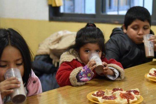 los comedores escolares permaneceran abiertos hasta que se completa la provision de alimentos