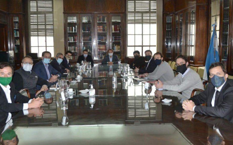 Cómo fue el acuerdo del Gobierno y la oposición para aprobar el endeudamiento
