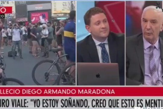Mauro Viale enseñándole como hacer periodismo a su hijo Jonatan.