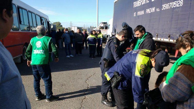 Un mega operativo cercó a trabajadores de Atucha que protestan contra la cancelación de una central