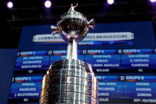 Matías Lammens avisó que no hay acuerdo con Mercosur mientras que Russo puso en duda el inicio de la Copa Libertadores