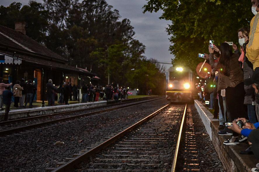 Trenes Argentinos: el Mitre volvió a detenerse en Lima
