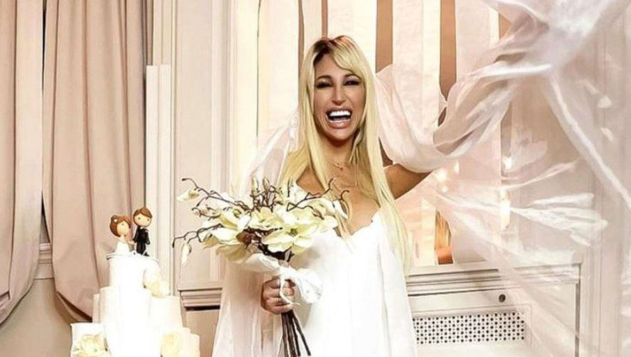 Vicky Xipolitakis y un insólito vestido de papel higiénico