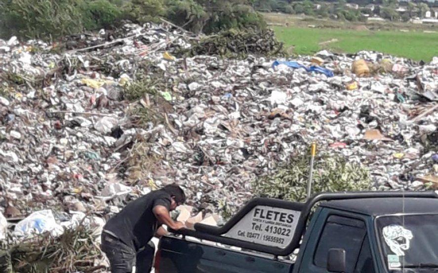"""Pergamino: vecinos encontraron ataúdes con """"restos humanos"""" en un basurero municipal"""