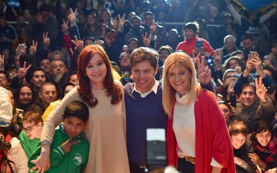 Pim, pum, pam, para la Provincia, Axel Gobernador: Cristina bailó con un nene la cumbia de Kicillof