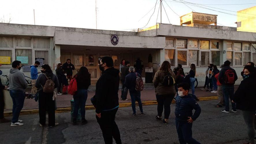 Protesta en el Instituto de Formación Docente Nº2 de Azul