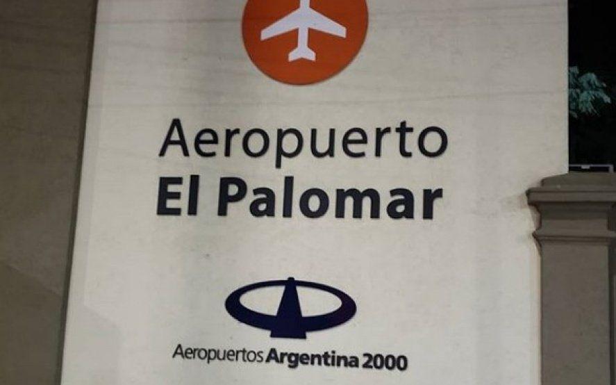 """Aeropuerto """"flotante"""" de El Palomar: la lluvia otra vez dejó al desnudo la endeble estructura que posee"""