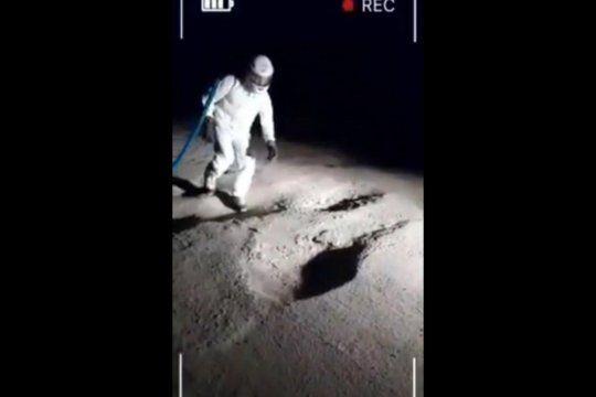 ¡mira el video! vecinos se sienten en la luna por los baches