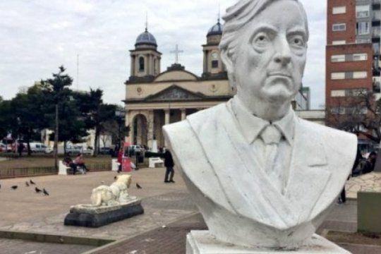 la justicia fallo y tagliaferro debera restituir el busto de nestor kirchner en la plaza san martin